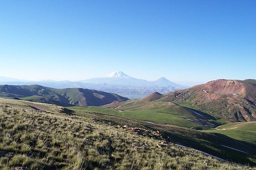 512px-The_Armenian_plateau_near_Mount_Masis